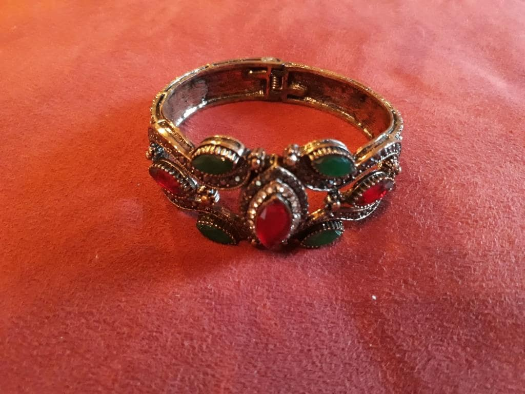magic bracelet rocks
