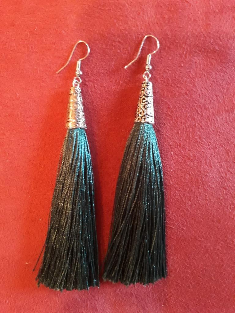 magic earrings black